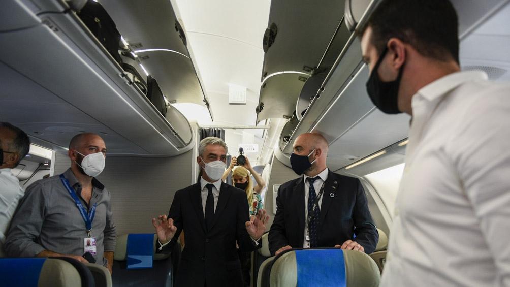 El avión Airbus 330-200 partió con una dotación de 20 personas