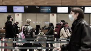 Los británicos enfrentarán multas de casi 7.000 dólares si salen del país por ocio
