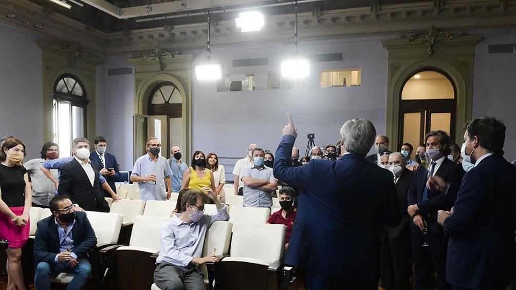 Alberto Fernandez mantuvo un diálogo informal con los periodistas acreditados.
