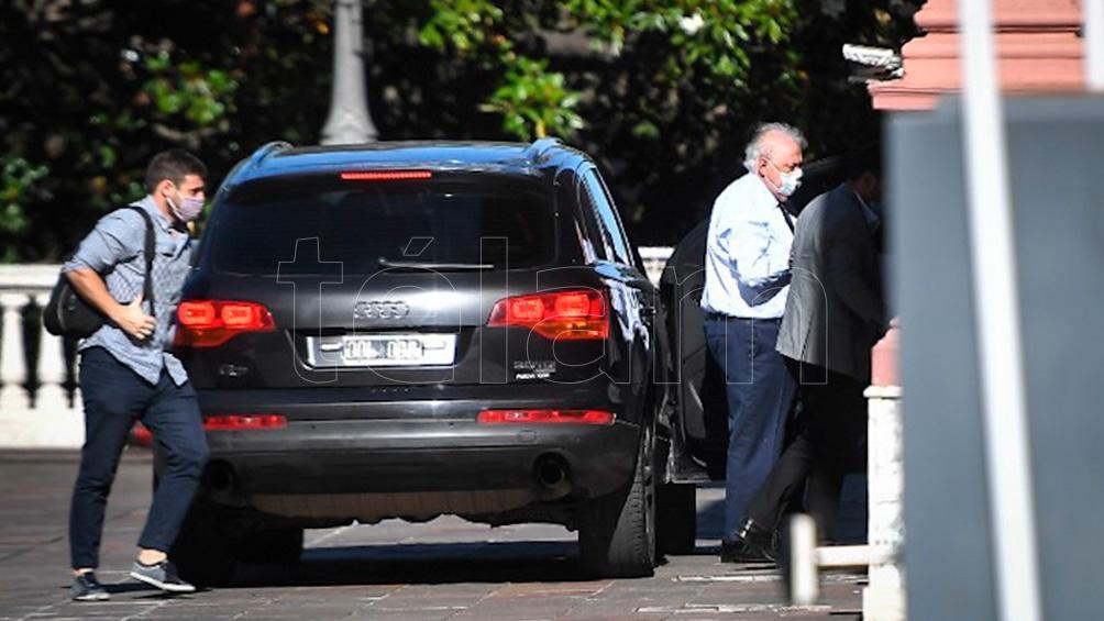 El ministro de Salud, Ginés González García llega a Casa de Gobierno para la reunión.