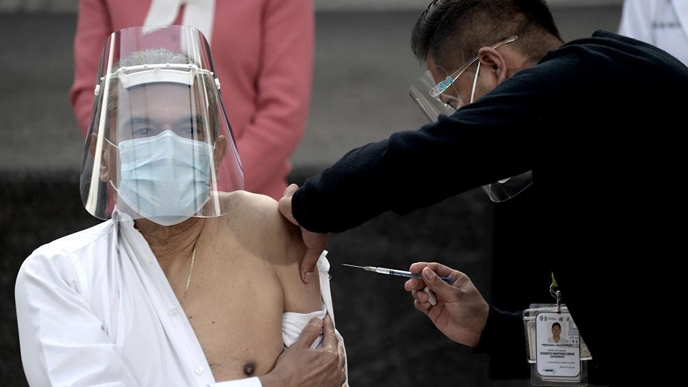 México, de 126 millones de habitantes, es el tercer país más enlutado por la pandemia en números absolutos después de Estados Unidos y Brasil.