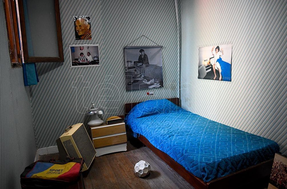 """El cuarto de """"Pelusa"""", en tiempos donde soñaba con la gloria deportiva"""