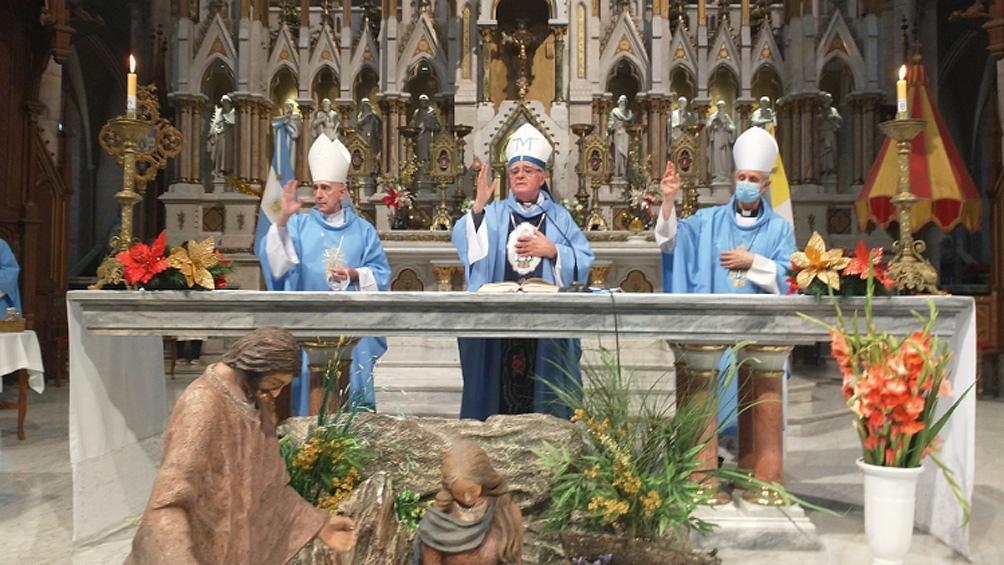 La misa se llevó a cabo en la Catedral de Luján y la encabezó monseñor Oscar Ojea.
