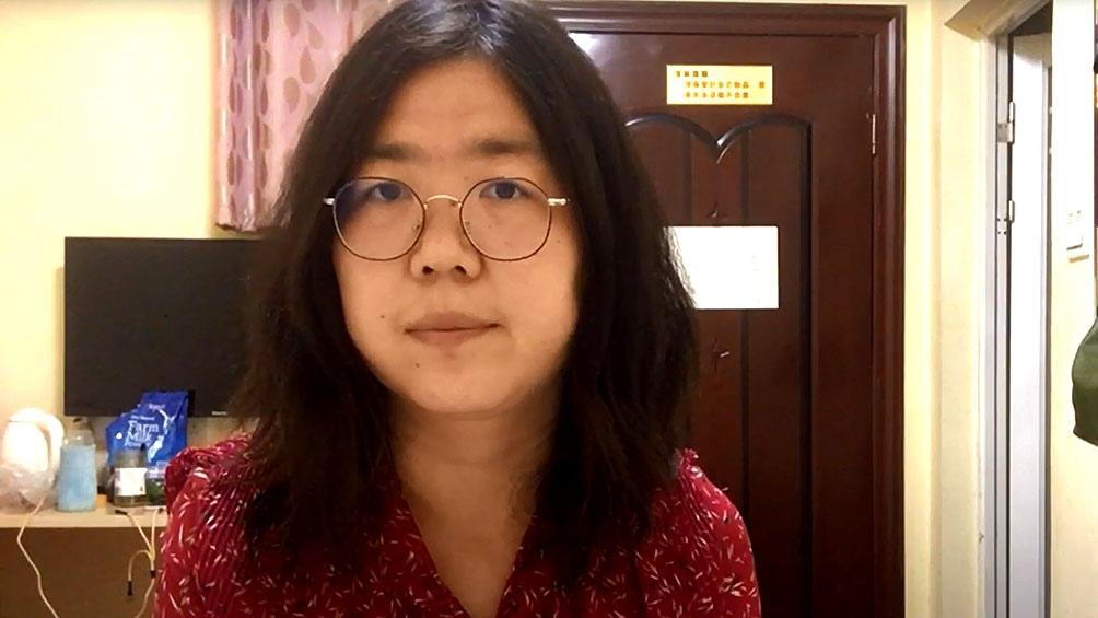 Zhang, oriunda de Shanghái, viajó en febrero a la ciudad central de Wuhan, cuna del coronavirus y en aquel momento bajo confinamiento, y decidió divulgar en redes sociales varios reportajes