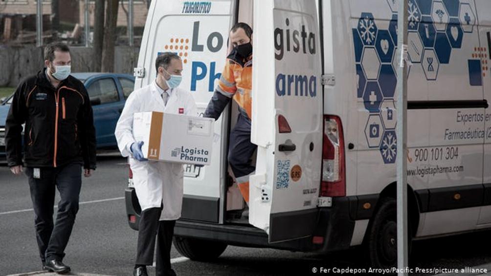 España, con más de 50.000 muertos desde el inicio de la pandemia, recibió las primeras dosis el sábado 26 de diciembre.