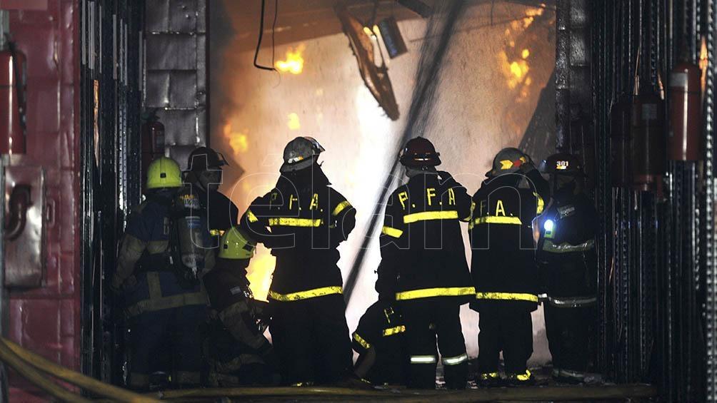 En el incendio perdieron la vida ocho bomberos y dos agentes de Defensa Civil.