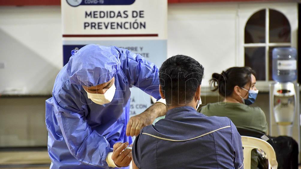 """Respecto a la campaña nacional de vacunación, sostuvo que, """"gracias al trabajo de todos y todas, hoy nuestro país es uno de los primeros que empezó a inmunizar""""."""