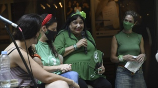 Con clima de celebración, Actrices Argentinas hizo su conversatorio en la puerta del Picadero