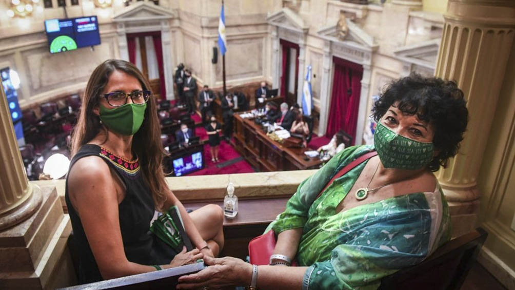 Dora Barrancos y Elizabeth Gómez Alcorta.