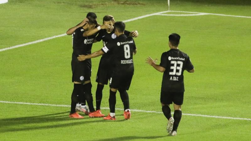 San Lorenzo ganó en Tucumán y se mantiene en la carrera por un lugar en la final