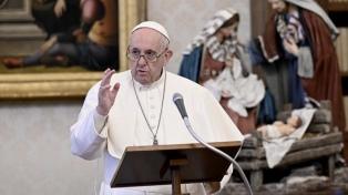 El Papa visitó a personas sin techo a los que el Vaticano vacuna contra el coronavirus