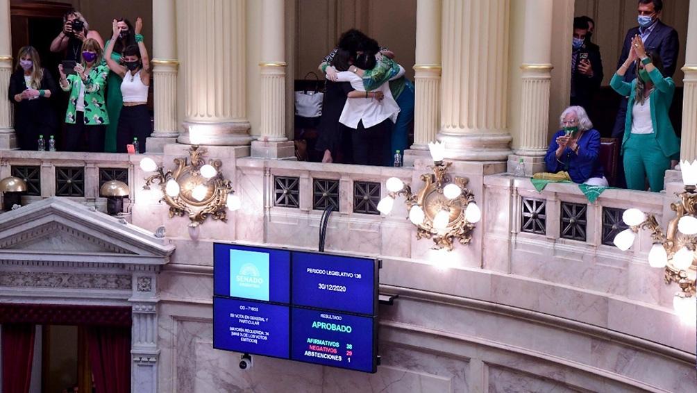 La Interrupción Voluntaria del Embarazo fue convertida en ley con el voto favorable de 39 senadores y senadoras.
