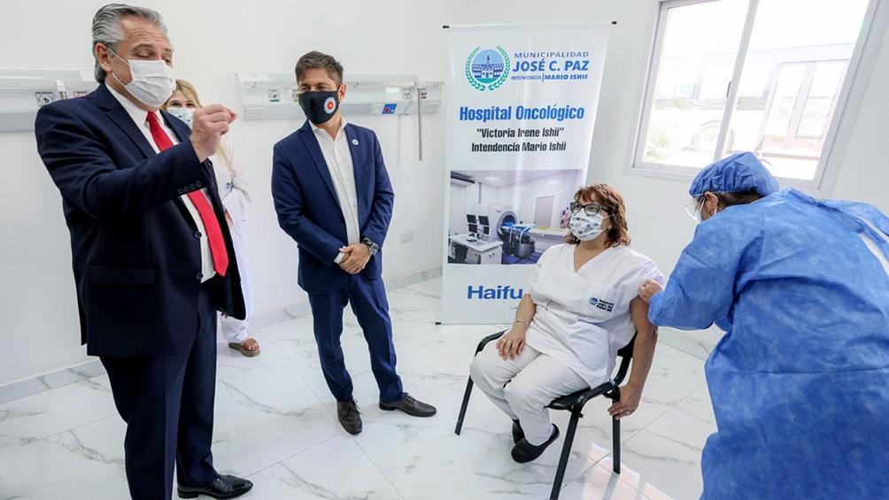 Alberto Fernández recorrió el Hospital Oncológico de José C. Paz para supervisar el plan de vacunación contra el coronavirus.