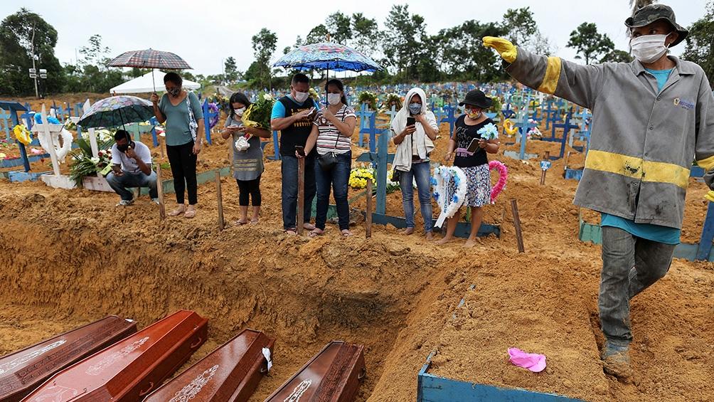 Brasil, el segundo país con más muertes detrás de Estados Unidos, superó los 197.000 fallecidos por la Covid-19.