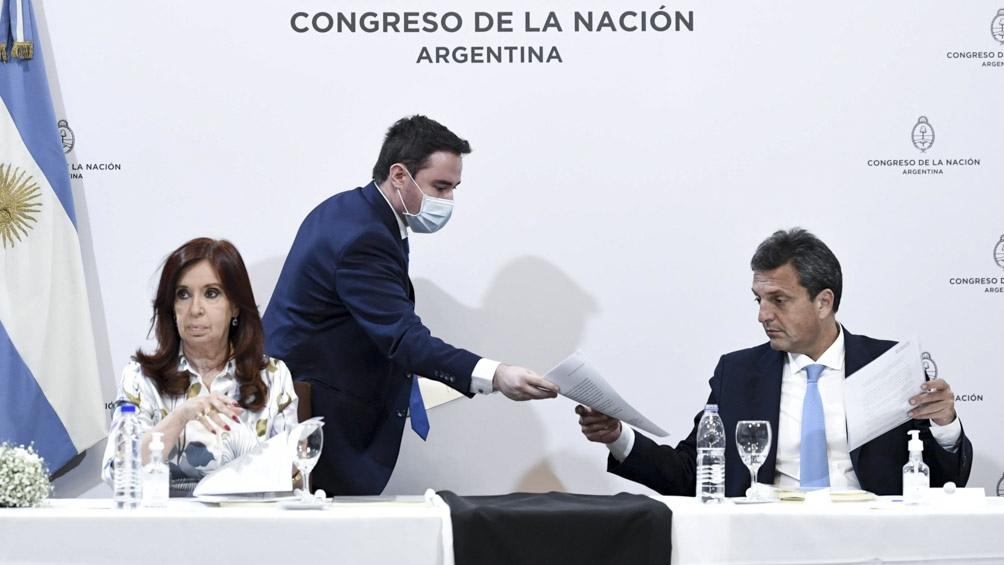 Cristina Kirchner y Sergio Massa reciben el informe de la bicameral