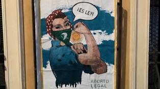 """La """"Banksy italiana"""" dedicó su última obra a la legalización del aborto en Argentina"""