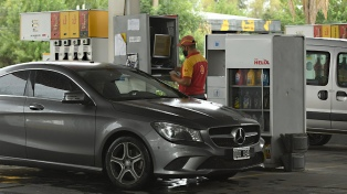 Las petroleras suben 1% y 1,9% las naftas y el gasoil por el aumento previsto de biocombustibles