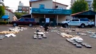 Secuestran una camioneta abandonada con 600 kilos de marihuana en su interior
