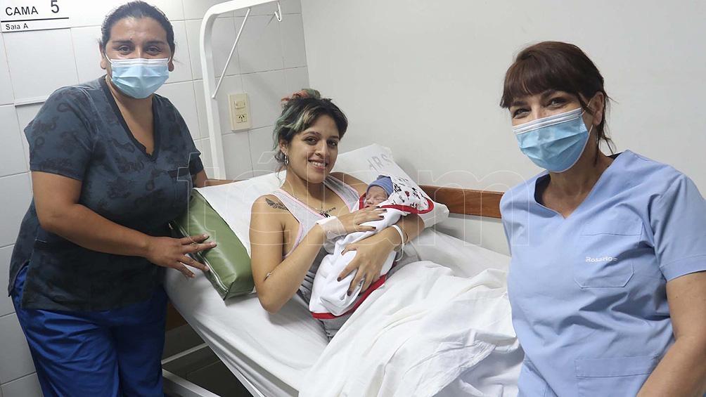 Primer bebe en nacer en Rosario, al que su mamá Nadia lo llamó Rodrigo y nació a las 0.25.