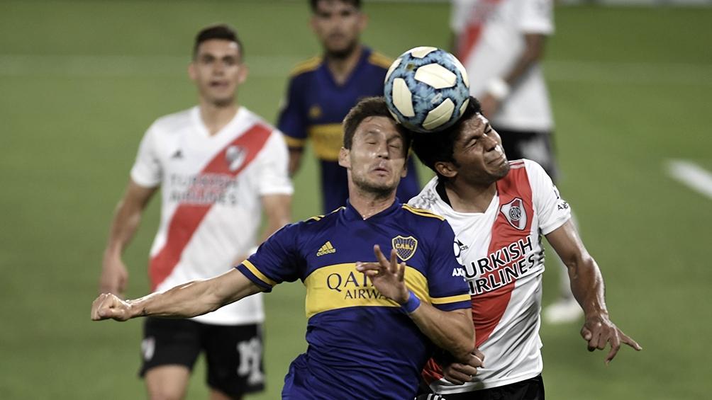 El partido se juega desde las 18 en la Bombonera.