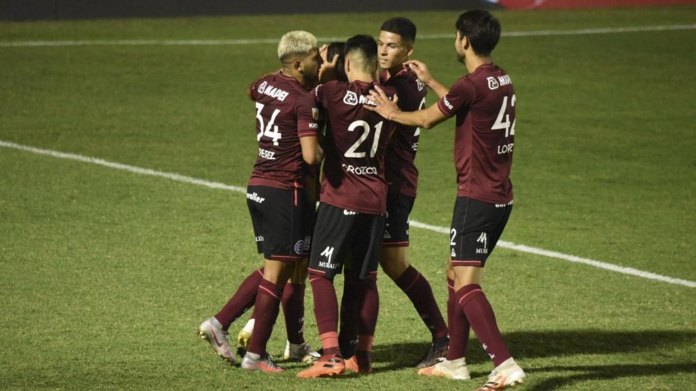 Lanús es el único equipo que puede igualar la línea de Vélez Sarsfield