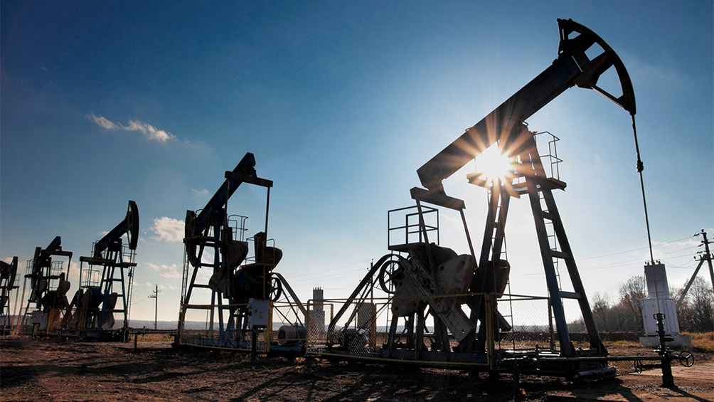 Fuerte suba del crudo tras decisión Arabia Saudita de recortar producción