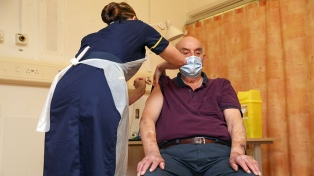 Reino Unido alcanza la meta del Gobierno de 15 millones de vacunados