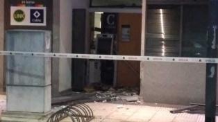 Hicieron explotar un cajero automático para robar dinero