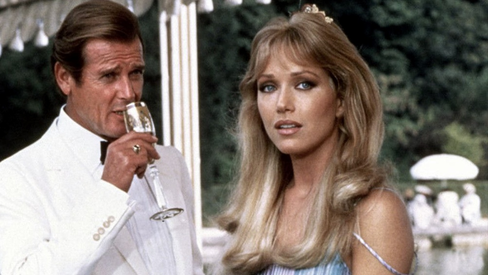 Tanya Roberts fue la principal figura femenina en la última película en la que Roger Moore interpretó al espía James Bond.