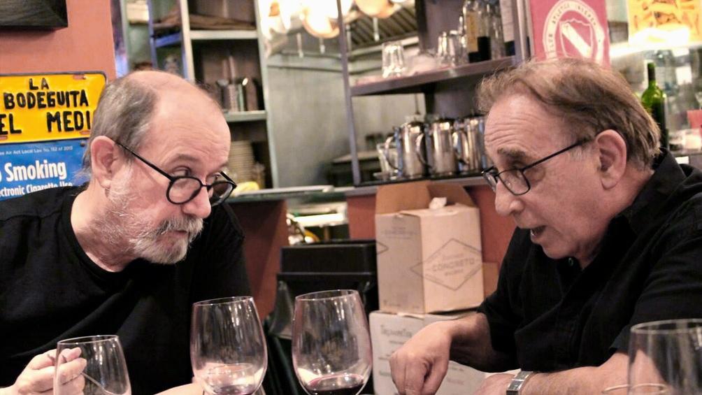 En 2017, Alfiz con su gran amigo Silvio Rodríguez, uno de los tantos artistas que trajo al país.