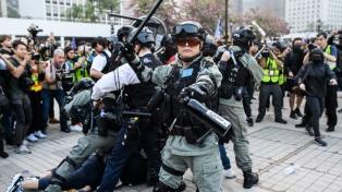 Decenas de opositores prodemocracia detenidos en una redada en Hong Kong