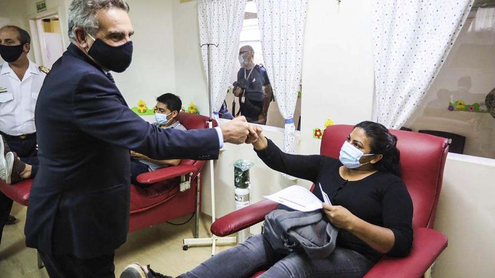 EL Ministro Agustín Rossi en el inicio de vacunación de personal de Sanidad Militar