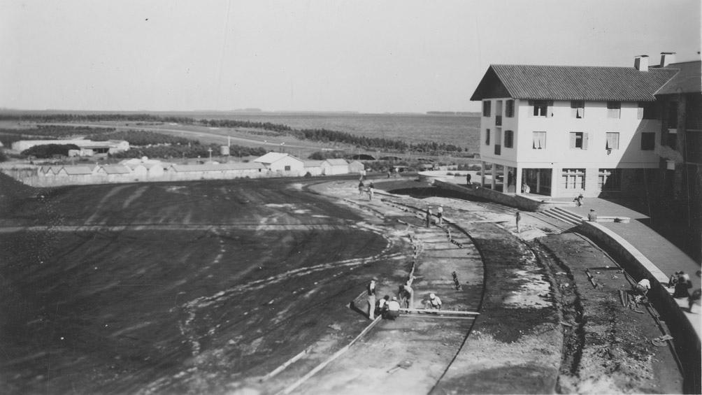 A fines de los años 40 se comenzaron a construir los hoteles sociales de Chapadmalal.(AGN)