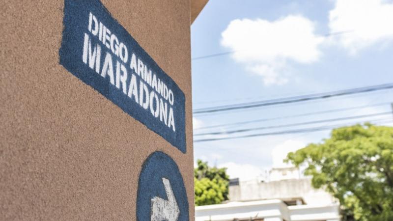 Una calle de Lanús lleva desde este miércoles el nombre de Diego Armando Maradona