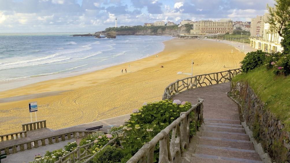Biarritz, sobre el mar Cantábrico, es una de las villa veraniegas francesas que inspiró a los arquitectos marplatenses.