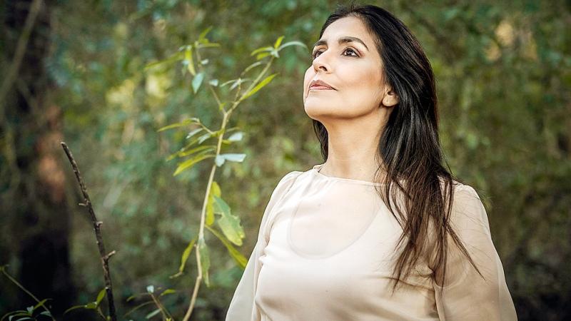 """La voz santafesina de Patricia Gómez se multiplica con """"De raíz"""""""