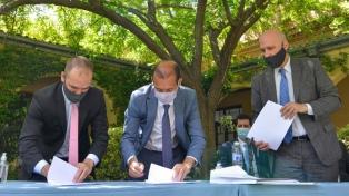 Guzmán y De Pedro firmaron acuerdos del Fondo Fiduciario con el gobernador de Neuquén
