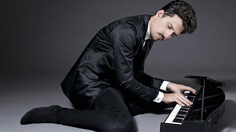 El pianista Hernán Jacinto, quien en formato de trío reabre la programación de la plataforma Jazz Online Club