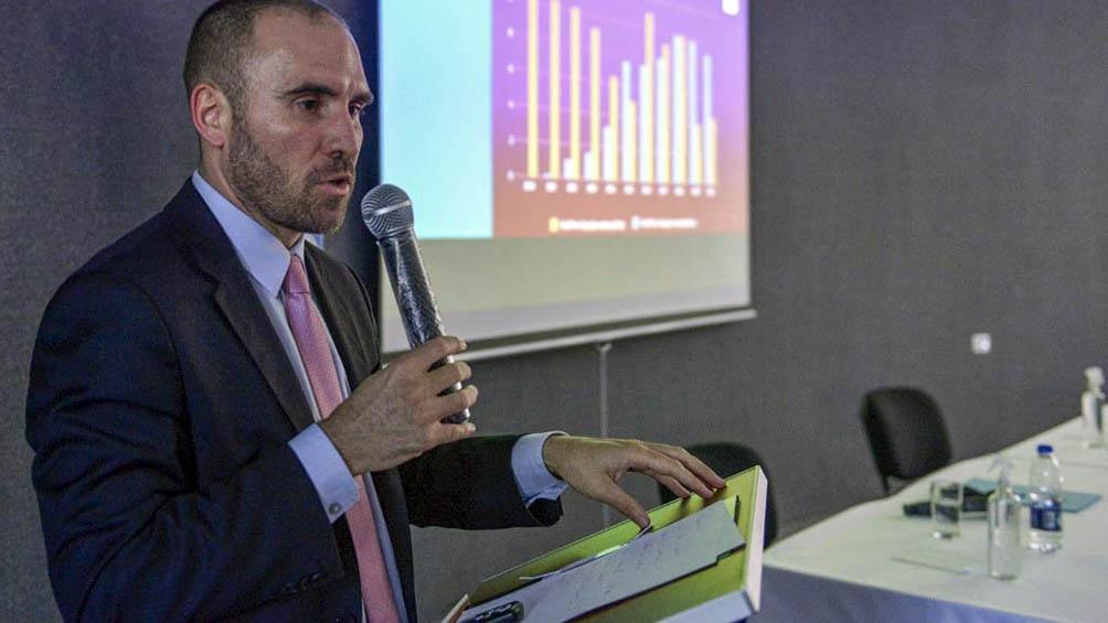 Guzmán disertó en la Facultad de Economía de la Universidad Nacional del Comahue, en Neuquén.