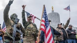 Banderas confederadas, símbolos nazis enarbolados durante el asalto al Capitolio