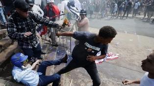 Detienen al hombre de los cuernos y a otros dos manifestantes identificados en la toma del Capitolio