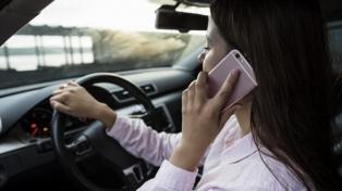 En 13 años se cuadruplicó el número de conductores que manejan mientras usan celular