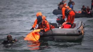 Suspenden por mal tiempo la búsqueda de la segunda caja negra del avión que se estrelló en Indonesia