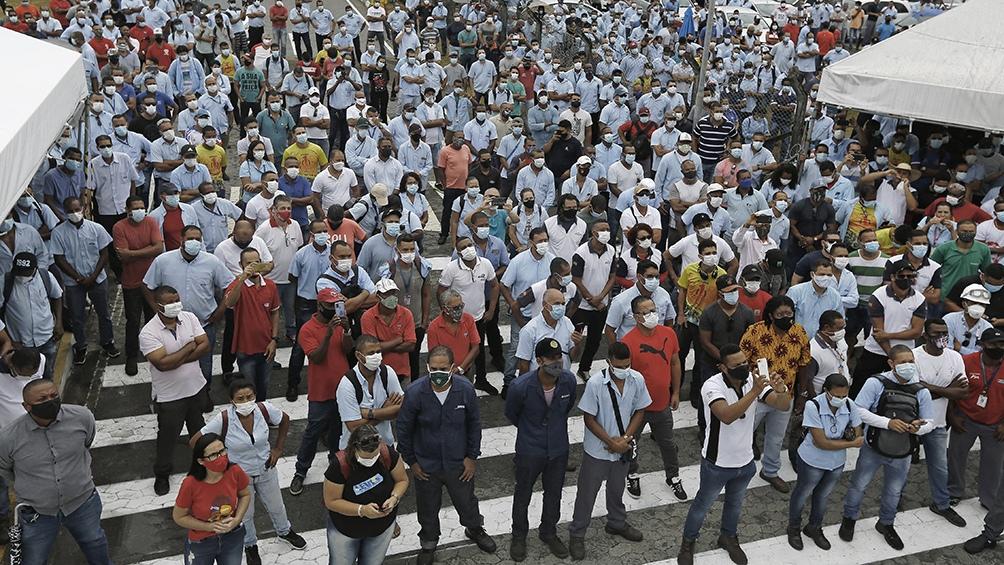 Las protestas iniciaron en Camaçari, donde la empresa tiene la primera fábrica de automóviles del Nordeste.
