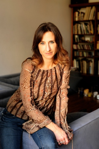 Gabriela Exilart, abogada, docente y autora romántica. Foto: Alé López.