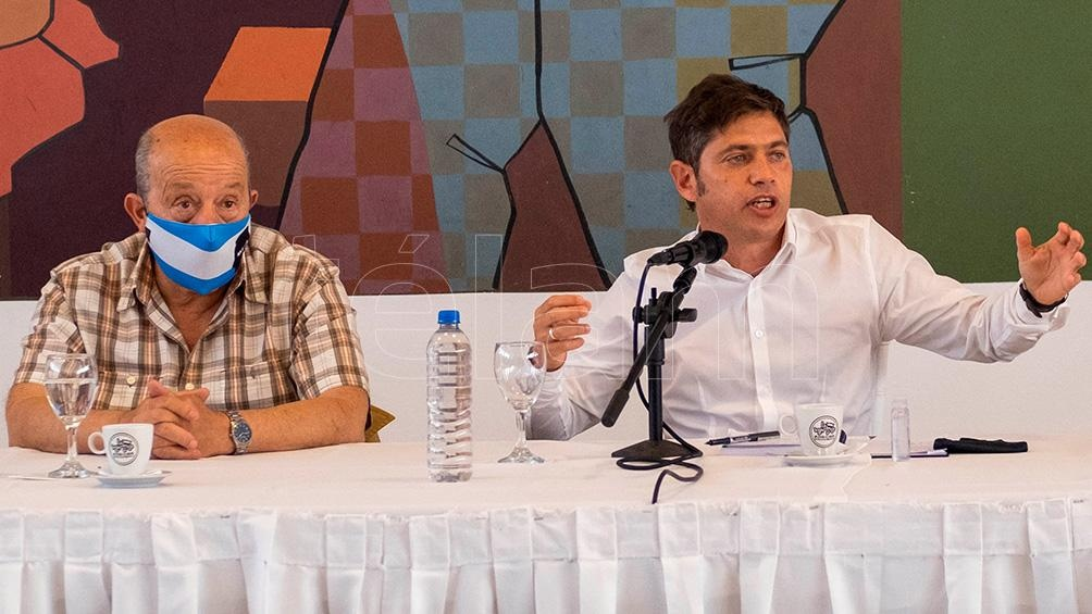 """El gobernador anunció que en febrero """"se ampliará el dispositivo de vacunación"""" contra el coronavirus en escuelas de la provincia de Buenos Aires."""