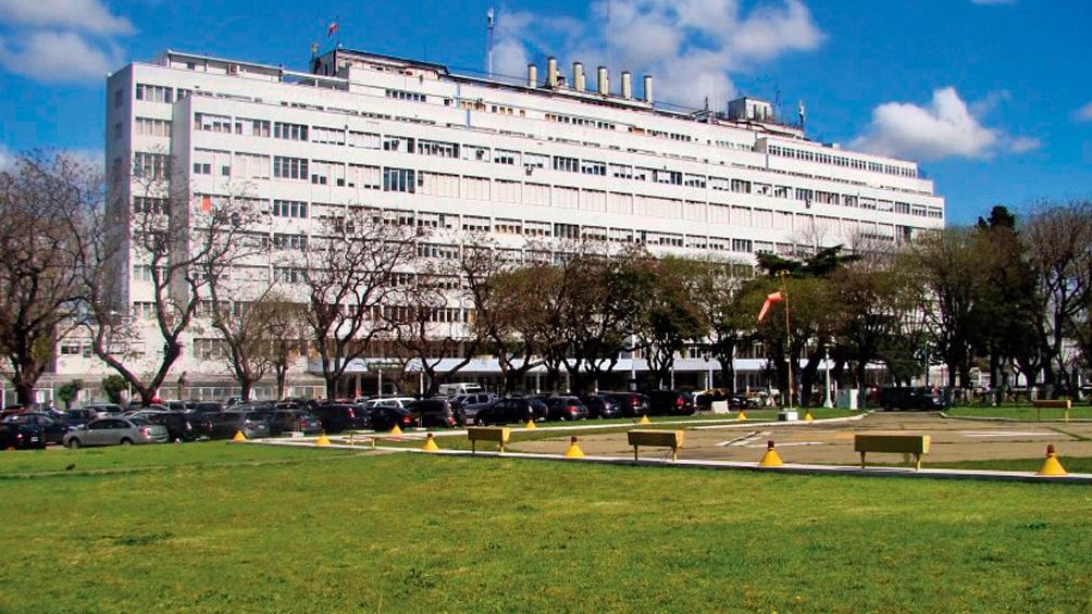 El oficial herido fue trasladado al Hospital Churruca Visca, en el barrio porteño de Parque Patricios.