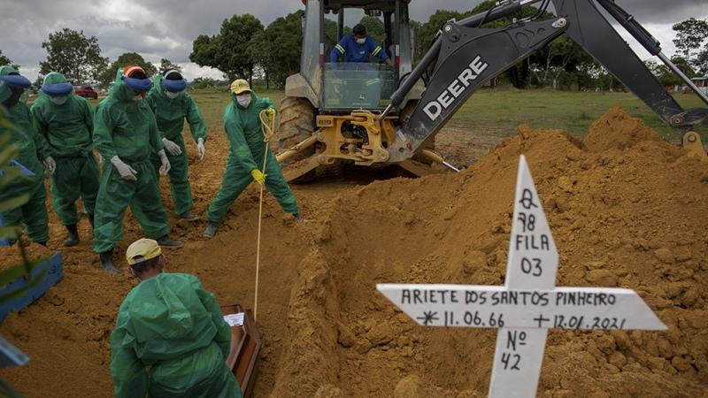 Bolsonaro anunció llegada de insumos desde China, mientras Amazonas y San Pablo suman restricciones