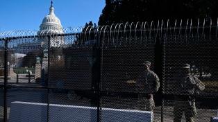 """Refuerzan la seguridad en el Capitolio ante un """"posible complot"""" de seguidores de Trump"""