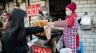 Tras las críticas de expertos independientes, China defendió su respuesta al coronavirus